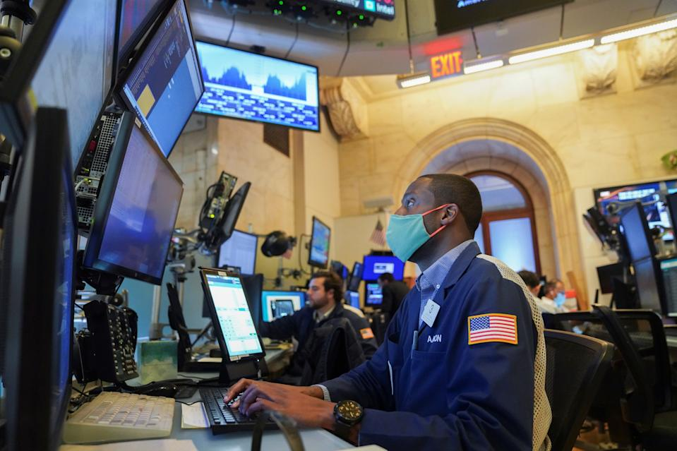 Traders work at the trading floor in the New York Stock Exchange in New York, the United States, Aug. 19, 2021. The S&P 500 Index closed at 4,405.80 points, up 5.53 points, or 0.13 percent. The Dow Jones Industrial Average closed at 34,894.12 points, down 66.57 points, or 0.19 percent.The Nasdaq Composite Index closed at 14,541.79 points, up 15.88 points, or 0.11 percent. (Photo by Wang Ying/Xinhua via Getty Images)