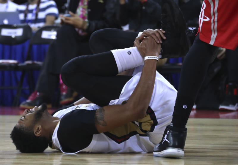 Anthony Davis suffers injury in China