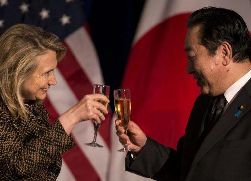 US Secretary of State Hillary Clinton (L) and Japan's Prime Minister Yoshihiko Noda toast at the National Geographic Museum, on April 30, in Washington, DC. Clinton and Noda attended a diner in honor or the Prime Minister's first official visit to Washington