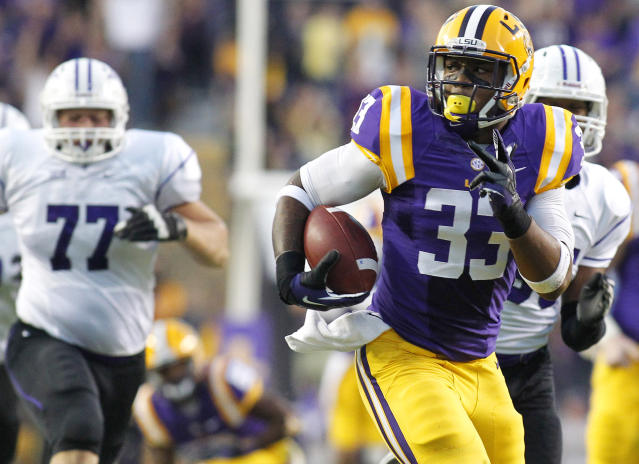 LSU running back Jeremy Hill (33) runs for a 55-yard touchdown during the first quarter of an NCAA college football game against Furman in Baton Rouge, La., Saturday, Oct, 26, 2013. (AP Photo/Jonathan Bachman)