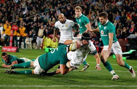 South Africa's Warren Whiteley (C) scores a try. REUTERS/Siphiwe Sibeko Picture Supplied by Action Images/File Photo