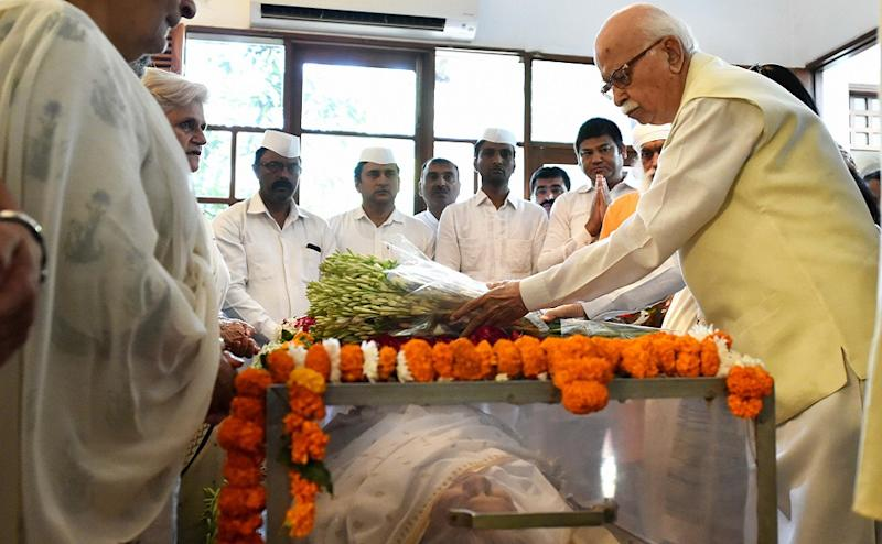 Leaders across party lines paid tributes to the stalwart as BJP patriarch LK Advani and former external affairs minister Sushma Swaraj visited Dikshit's residence and paid tributes to her. PTI