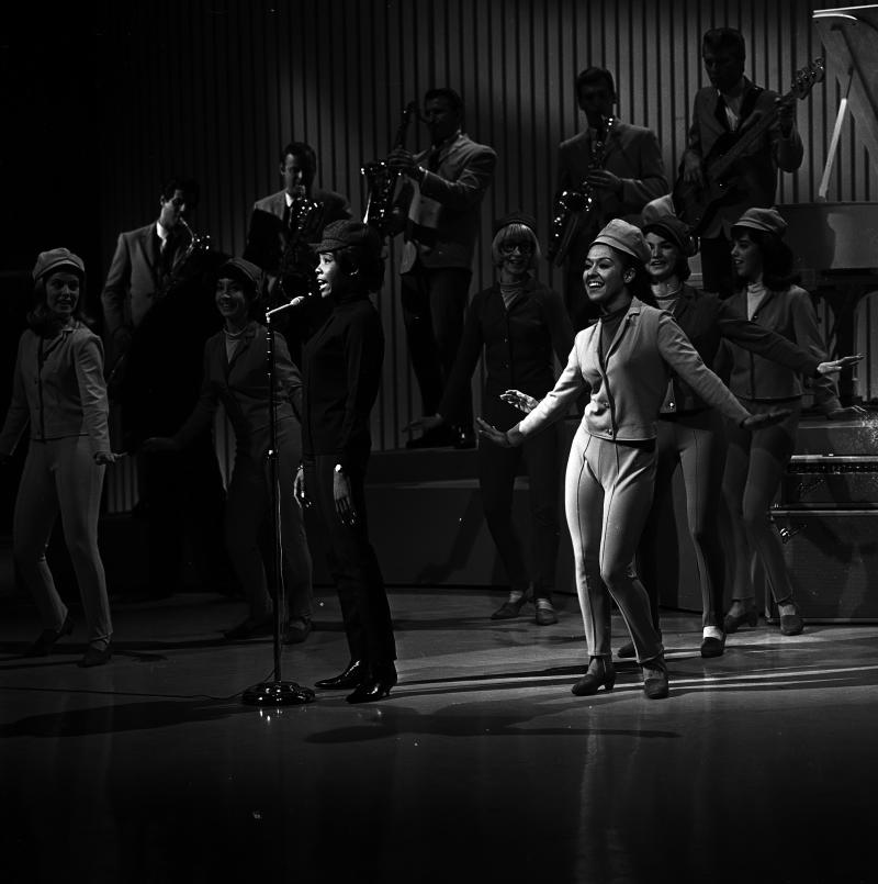 SHINDIG - Airdate: April 4, 1965. (Photo by Walt Disney Television via Getty Images Photo Archives/Walt Disney Television via Getty Images) MILLIE SMALL WITH THE SHINDIG DANCERS (MARIA GAHVA IN FOREGROUND)