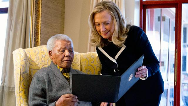 Hillary Clinton Meets Nelson Mandela and Gushes, 'That's a Beautiful Smile' (ABC News)