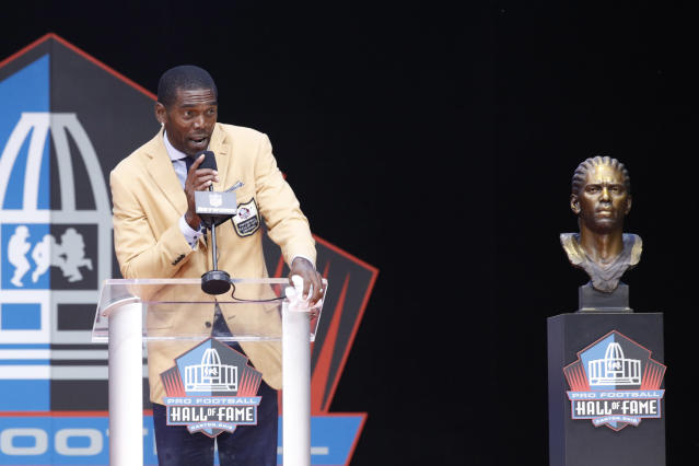 Randy Moss, who wore a tie featuring the names of 12 African Americans who were killed by police or in police custody in recent years at his Hall of Fame induction ceremony, said he has received a lot of hate mail since the ceremony. (Getty Images)