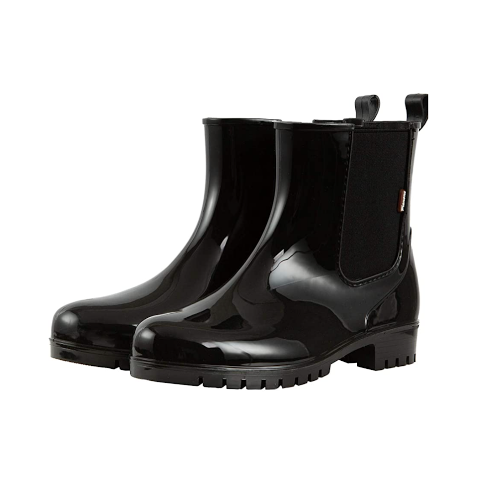 """No clunky duck boots here—this glossy pair offers both a lightweight material and comfy lining to keep your feet cozy. $37, Amazon. <a href=""""https://www.amazon.com/planone-Waterproof-Shoes%EF%BC%8CAnti-Slipping-Comfortable-Insoles%EF%BC%8CStylish/dp/B08JYVL881"""" rel=""""nofollow noopener"""" target=""""_blank"""" data-ylk=""""slk:Get it now!"""" class=""""link rapid-noclick-resp"""">Get it now!</a>"""