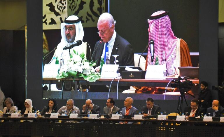 Saudi Foreign Minister Adel al-Jubeir (R) sits next to the UN special envoy for Syria, Staffan de Mistura (C), during Syrian opposition meeting in Riyadh
