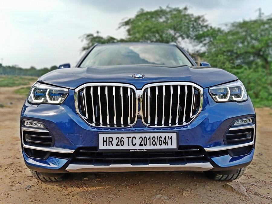 The X5 is a massive, full-sized luxury SUV that sits above the X3, but below the recently launched X7. It is big on presence too, being taller, longer and wider over the earlier X5.