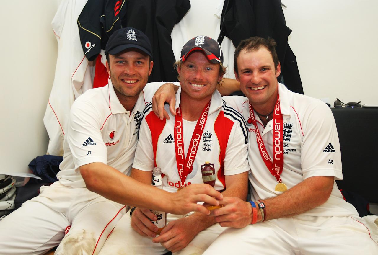 LONDON - AUGUST 23:  Andrew Strauss (R) of England poses with Ian Bell (C) and Jonathan Trott in the dressing room after day four of the npower 5th Ashes Test Match between England and Australia at The Brit Oval on August 23, 2009 in London, England.  (Photo by Tom Shaw/Getty Images) *** Local Caption *** Andrew Strauss;Ian Bell;Jonathan Trott