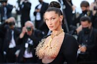 Hadid showed off her golden lungs at the 'Tre Piani' premiere.