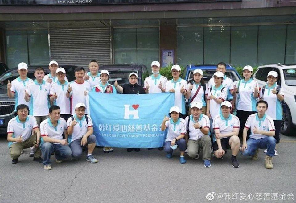 Han went with a team from her charity foundation and Wang on Thursday to Zhengzhou, the provincial capital, to deliver supplies. Photo: 163.com