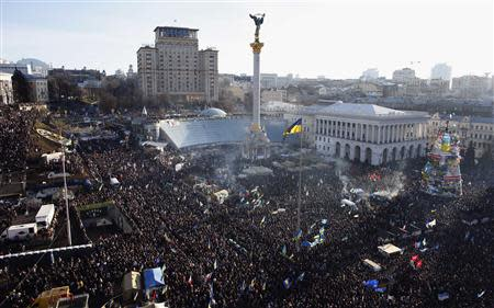 General view of pro-European integration protesters gathering for a mass rally at Independence square in Kiev December 22, 2013. REUTERS/Marko Djurica