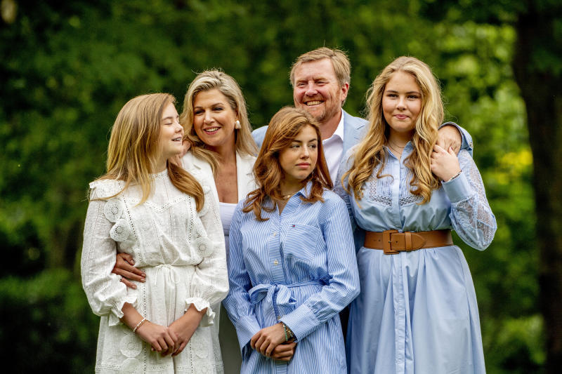 THE HAGUE, NETHERLANDS - 2020/07/17: King Willem-Alexander, Queen Maxima and princesses Amalia, Alexia and Ariane are seen at the garden of Paleis Huis ten Bosch during the traditional photo session. King Willem-Alexander and his family received the media at the gardens of Paleis Huis ten Bosch for the traditional photo session as the summer holidays of his three daughters begin. (Photo by Robin Utrecht/SOPA Images/LightRocket via Getty Images)