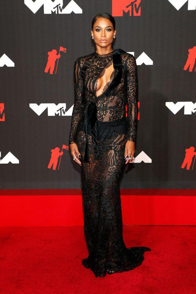 <p>Ciara looked stunning in a Tom Ford split-front gown.</p>