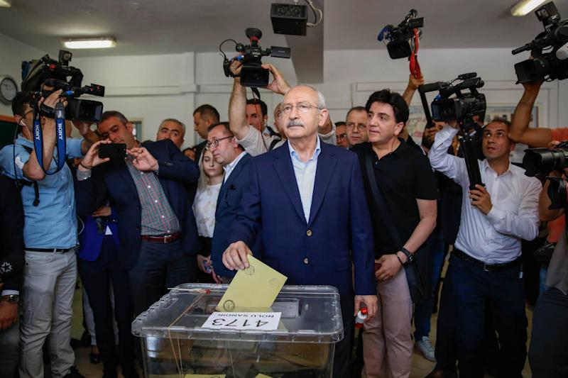 Turkey's main opposition Republican People's Party (CHP) Kemal Kilicdaroglu, casts his ballot in 2018.