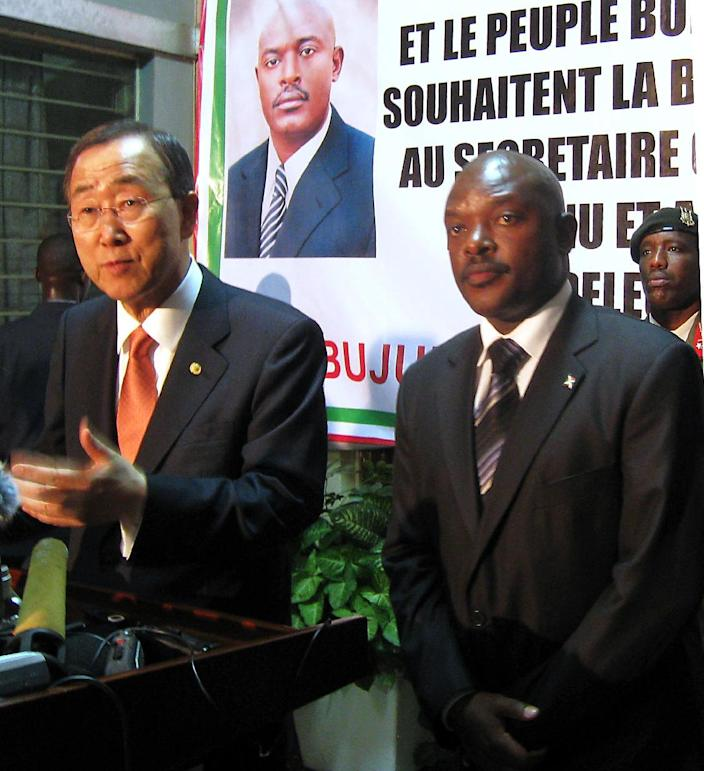 UN chief Ban Ki-moon (left) with Burundian President Pierre Nkurunziza on June 9, 2010 during a brief stopover in Bujumbura (AFP Photo/Esdras Ndikumana)