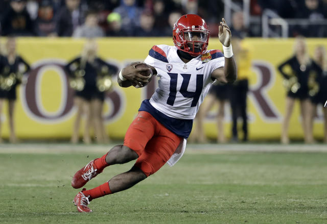 Arizona quarterback Khalil Tate rushed for 1,411 yards and 12 touchdowns in 2017. (AP Photo/Marcio Jose Sanchez, File)