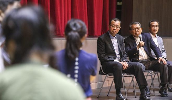 Rocky Tuan (second right) had an intense meeting with CUHK students. Photo: K.Y. Cheng