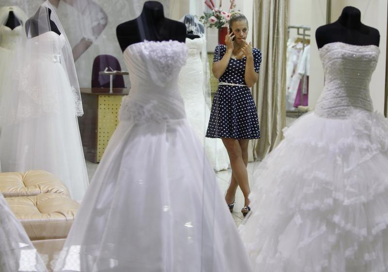 Apps help brides track down the perfect bridal gown