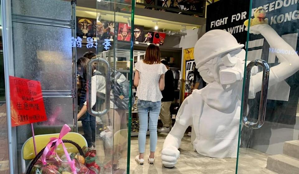 The Chickeeduck outlet was also displaying a large statue of a Hong Kong protester. Photo: Facebook