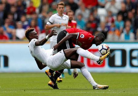 Football Soccer - Premier League - Swansea City vs Manchester United - Swansea, Britain - August 19, 2017 Swansea City's Tammy Abraham in action with Manchester United's Eric Bailly Action Images via Reuters/Andrew Boyers