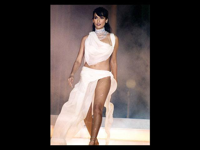 <b>3. Madhu Sapre</b><br> Madhu Sapre scandalised the nation when she had a naked photoshoot with co-model Milind Soman. She was one of the boldest models and was catalytic in bringing about a revolutionary change in the perception of models in India.