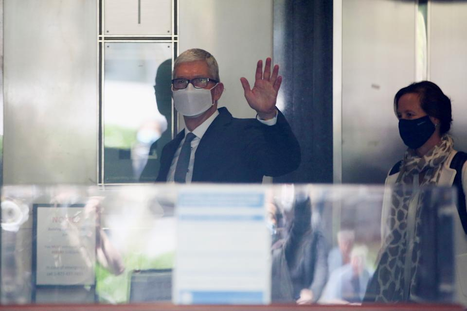 Apple CEO Tim Cook waves from the elevator as he leaves after speaking during a weeks-long antitrust trial at federal court in Oakland, California, U.S. May 21, 2021.  REUTERS/Brittany Hosea-Small