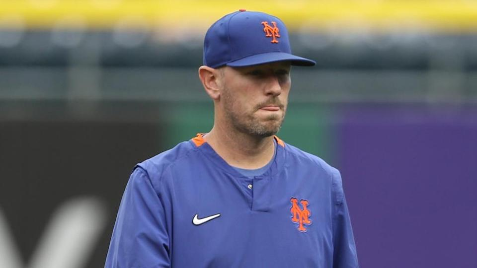 Mets pitching coach Jeremy Hefner on field by himself 2021