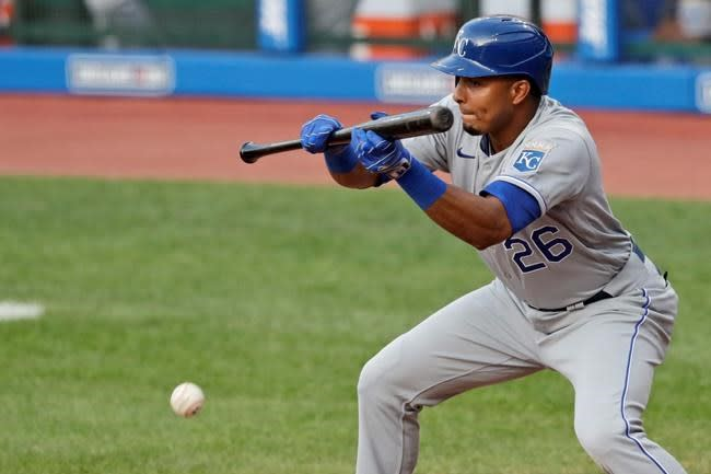 Holland fans side in new-rule 10th, Royals trim Indians 3-2