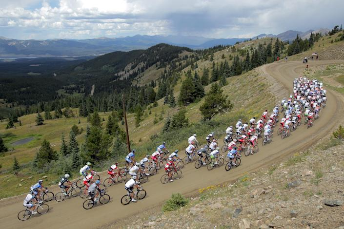 The peloton climbs Cottonwood Pass during Stage Two from Gunnison to Aspen of the 2011 USA Pro Cycling Challenge on August 24, 2011 in Buena Vista, Colorado. (Photo by Doug Pensinger/Getty Images)