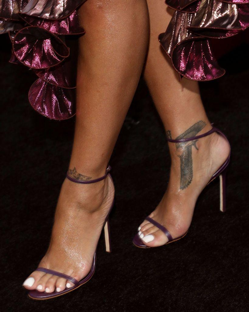 <p>On Rihanna's right ankle, she has tattoo of a bird - said to be a falcon - with spread wings. </p>