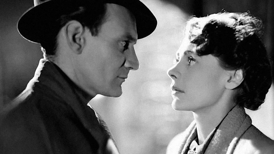 <p> Another British classic, here Noël Coward's script is filmed by David Lean to tell a story of a tentative and slightly unconventional love affair between married leads Celia Johnson and Trevor Howard. Rather than focusing on a steamy, passionate romance, this is more a story about matters of the heart, and carries added film buff points to sweeten the deal. </p>