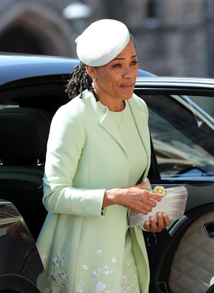 <p>Meghan Markle's mother, Doria Ragland, wears Oscar de la Renta, a hat by Stephen Jones and jewellery by Birks. [Photo: Getty] </p>