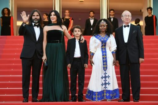 """(FromL)Lebanese producer Khaled Mouzanar, Lebanese director and actress Nadine Labaki, actor and refugee Zain Al Rafeea, Ethiopian actress Yordanos Shifera and a guest at a screening for """"Capharnaum"""" at the Cannes Film Festival"""
