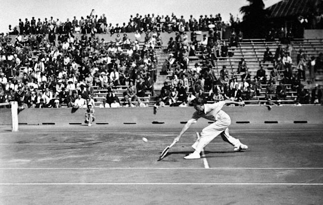 In this file photograph taken on June 8, 1938, Donald Budge returns the ball at Roland Garros (AFP Photo/-)