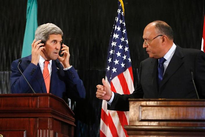 U.S. Secretary of State John Kerry listens to Egypt's Foreign Minister Sameh Shukri (R), who welcome's Russian air strikes in Syria (AFP Photo/Pool)