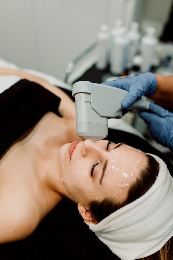 """Q: What sort of downtime is there with a pulsed dye laser treatment like VBeam? Cabin: """"Typically, patients have six to eight hours of redness, swelling, mild pain (like a sunburn). In a minority of patients, these symptoms can last up to three days. A small number of patients will notice light darkening or bruising that typically persists for three to 10 days. The nice thing about VBeam is that makeup and lotions can be used immediately after treatment to reduce or eliminate any visible signs of treatment and to soothe the skin."""""""