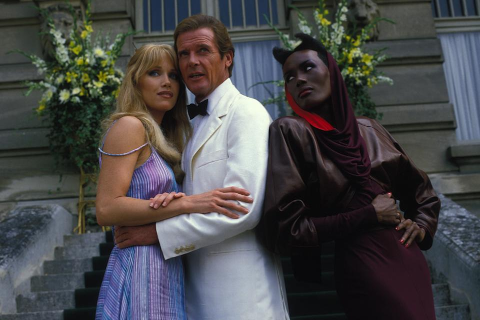 Tanya Roberts und Roger Moore 1984 (Photo by Chip HIRES/Gamma-Rapho via Getty Images)
