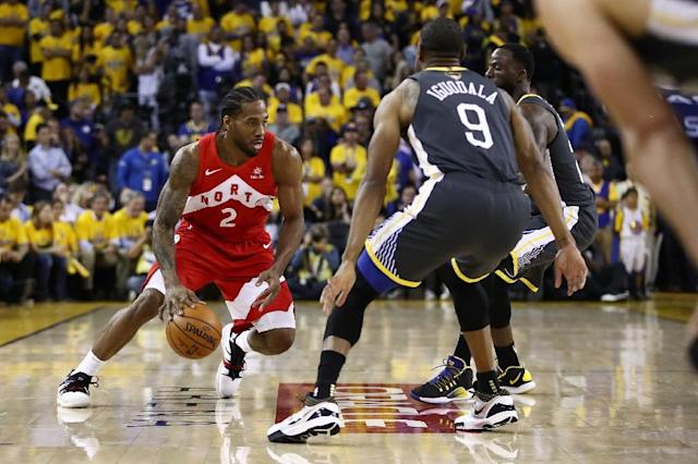 Toronto's Kawhi Leonard, left, moves against Golden State's Andre Iguodala in the NBA Finals (AFP Photo/EZRA SHAW)