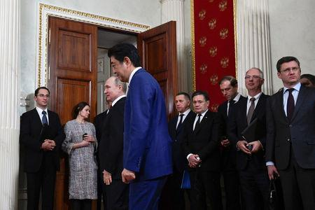 Russian President Vladimir Putin (3rd L) and Japanese Prime Minister Shinzo Abe (4th L) walk before making a joint statement following their meeting at the Kremlin in Moscow, Russia January 22, 2019. Alexander Nemenov/Pool via REUTERS