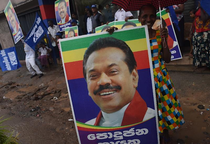 Supporters of former Sri Lankan president and parliamentary candidate Mahinda Rajapakse shout slogans after the end of voting in the general election in Colombo on August 17, 2015 (AFP Photo/Ishara S.Kodikara)
