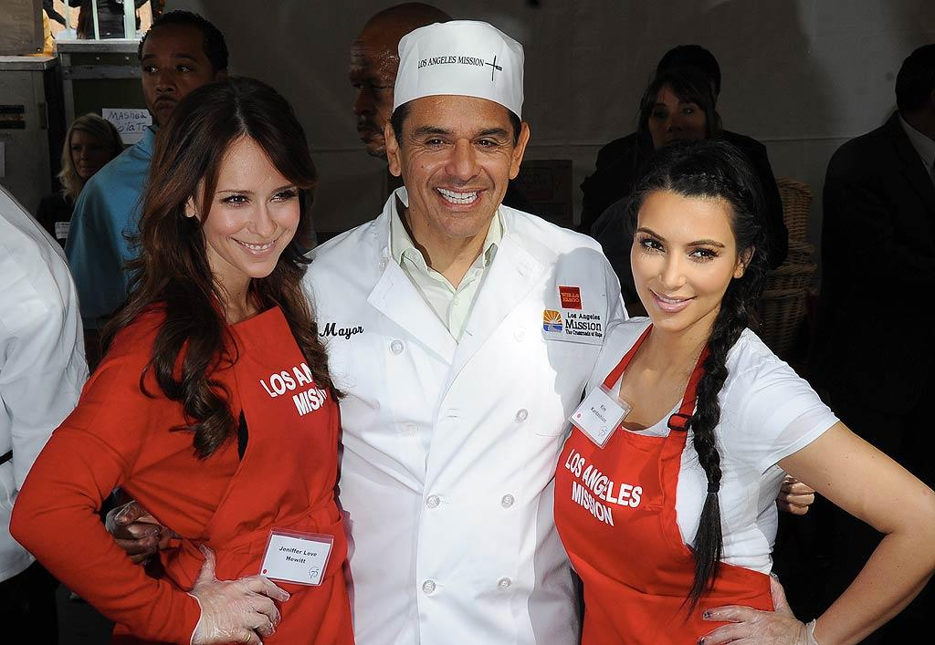 Jennifer Love Hewitt and Kim Kardashian were just two of the celebs who joined Los Angeles Mayor Antonio Villaraigosa in serving Thanksgiving meals to the homeless at the Los Angeles Mission on Wednesday. (11/23/2011)