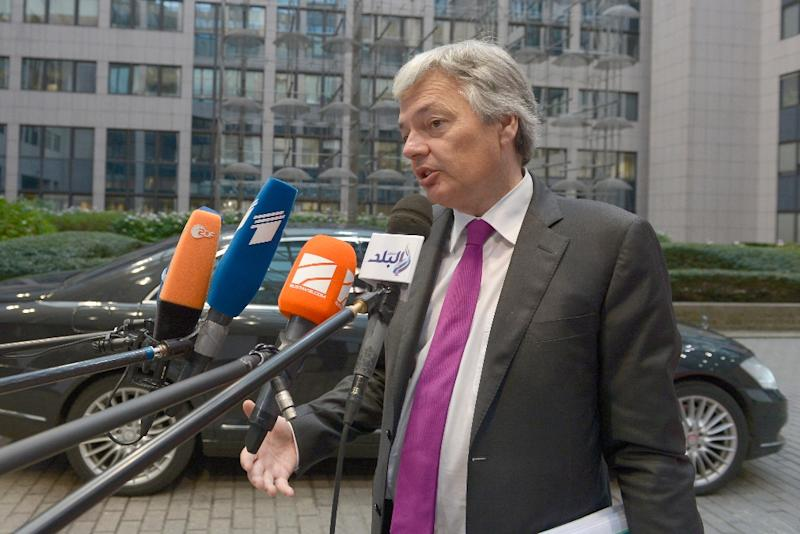 Belgian Foreign Minister Didier Reynders arrives at the EU Headquarters in Brussels on November 16, 2015 (AFP Photo/John Thys)