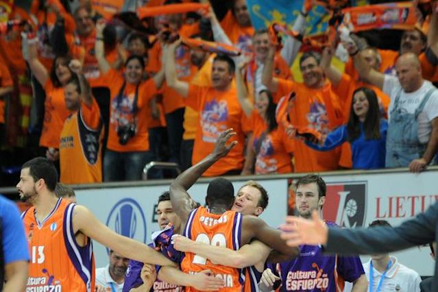 Valencia's Vitor Faverani (1st L), Florent Pietrus (3rd L) and Brad Newley (2nd R) celebrate their victory in an Eurocup semi-final basketball match between Valencia and Lietuvos Rytas in Khimki, outside Moscow, on April 14, 2012. AFP PHOTO / KIRILL KUDRYAVTSEV