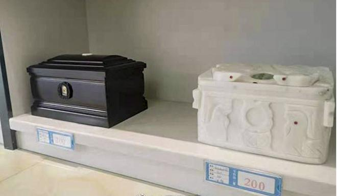 The cheapest cremation urns cost 200 yuan. Photo: Weibo