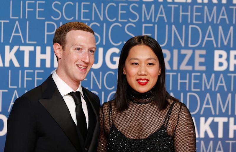 Facebook's Zuckerberg Builds His Wife a Glowing 'Sleep Box'More