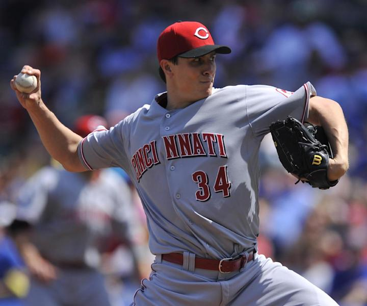 Cincinnati Reds starter Homer Bailey delivers a pitch during the first inning of a baseball game against the Chicago Cubs in Chicago, Sunday, April 20, 2014. (AP Photo/Paul Beaty)