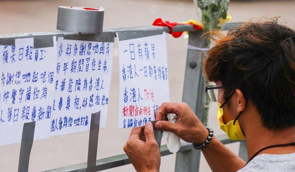 A supporter adds his note of encouragement at the site. Photo: Dickson Lee