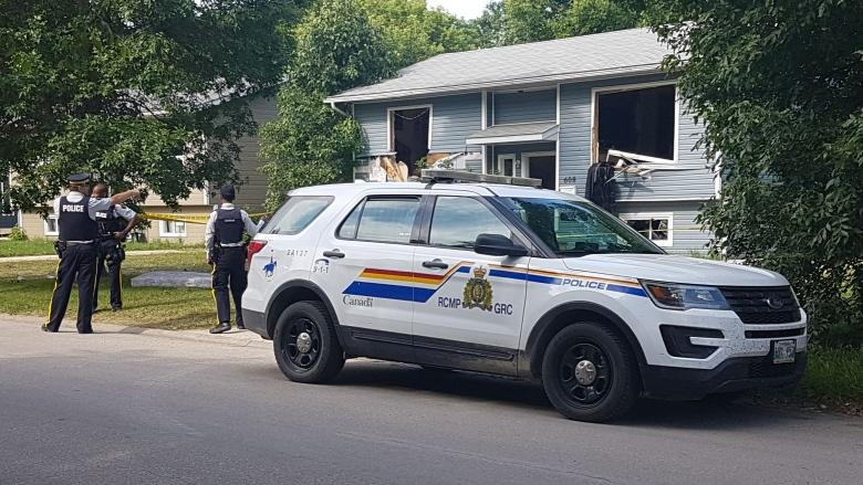 Suspects arrested after RCMP deals with 'armed' situation in Manitoba city