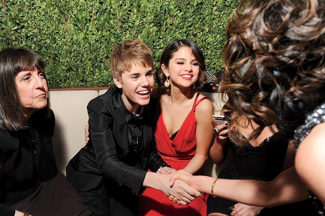 VF contributing editor Lisa Robinson, Justin Bieber, and Selena Gomez at the 2011 Oscar party.